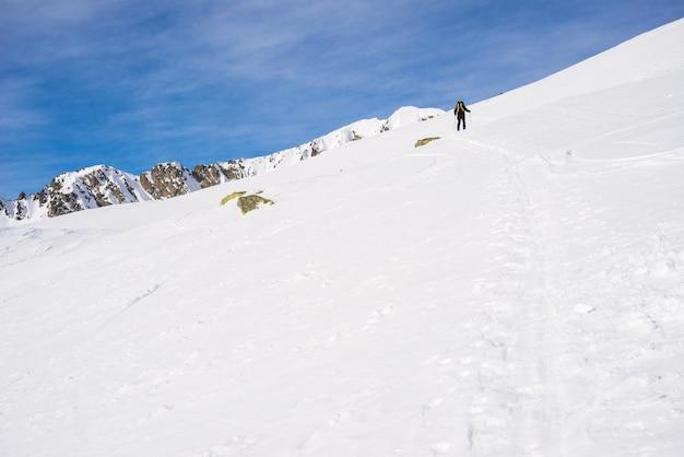 Passeio alpino em direção ao cume