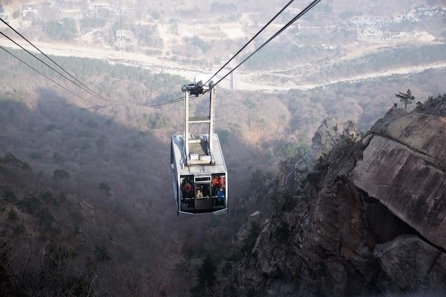 Passeio de teleférico até as montanhas na coreia