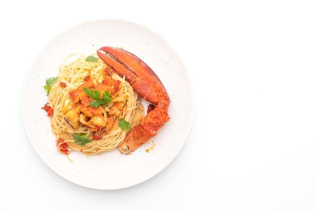 Pasta all'astice ou espaguete de lagosta - comida italiana