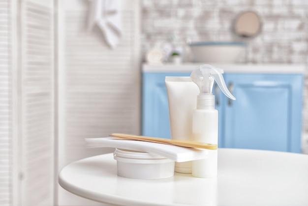 Pasta de açúcar para depilação com cosméticos no banheiro