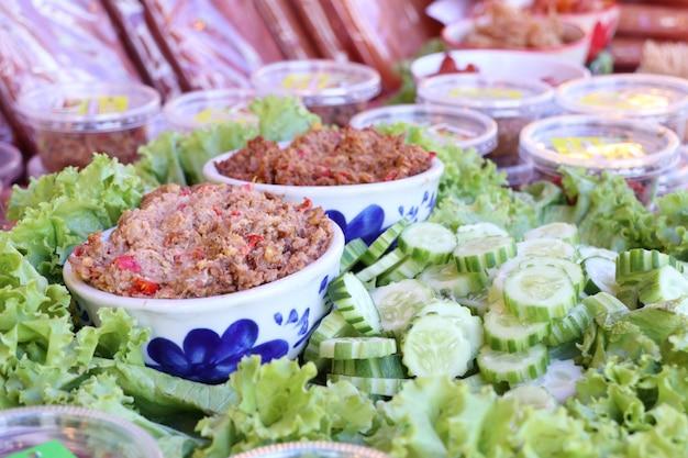 Pasta de pimentão de peixe fresco e legumes