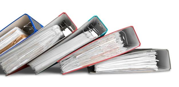 Pastas de arquivos com documentos em fundo branco