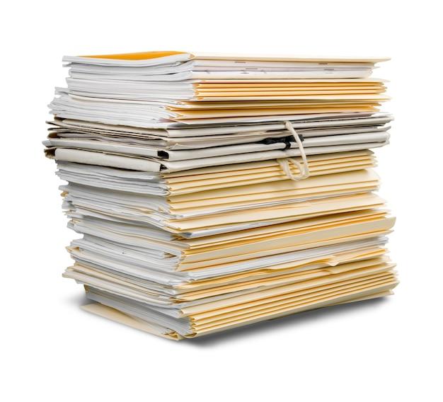 Pastas de arquivos com documentos isolados em fundo branco
