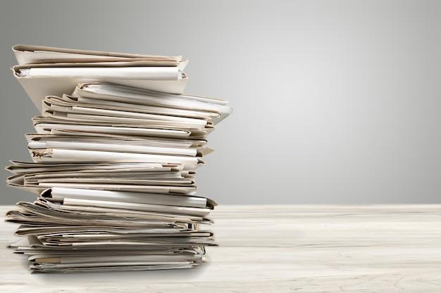 Pastas de arquivos com documentos isolados no fundo