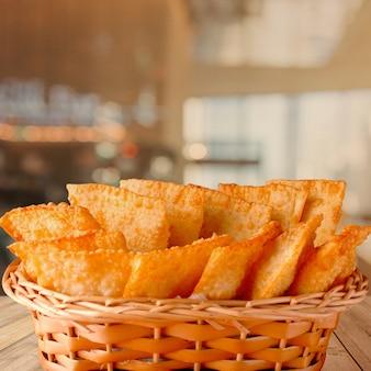 Pastel frito brasileiro