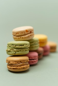 Pastel macaroons ou macarons franceses coloridos do vintage