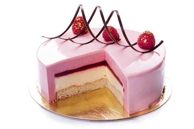 Pastelaria: bolo de framboesas. geléias e suflê