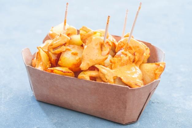 Patatas bravas batatas tradicionais espanholas petiscos tapas