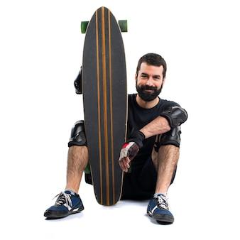 Patinador com seu skate