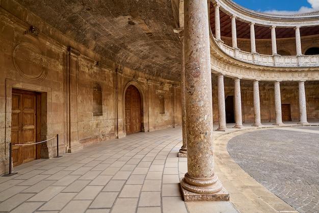 Pátio de alhambra carlos v em granada
