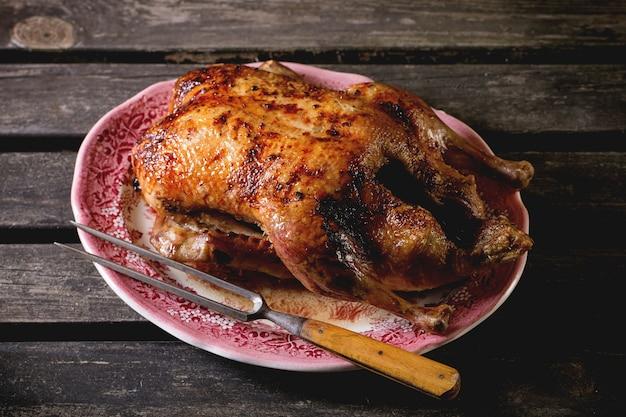 Pato assado em um prato