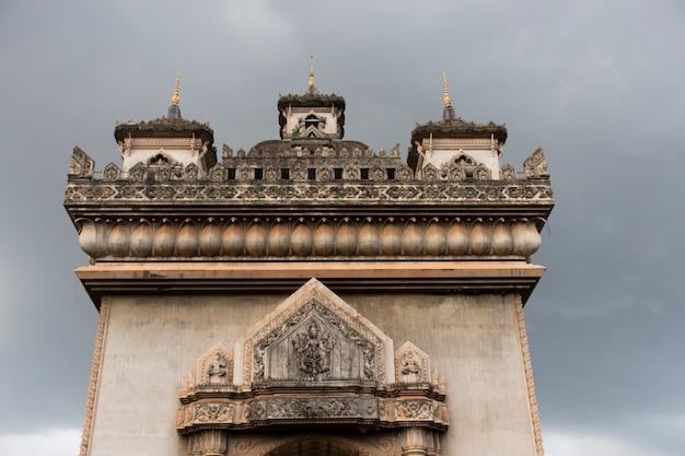 Patuxay é as principais atrações do laos estão localizadas em vientiane, laos.