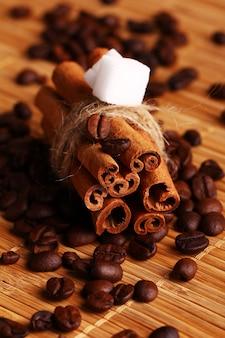 Paus de canela e grãos de café