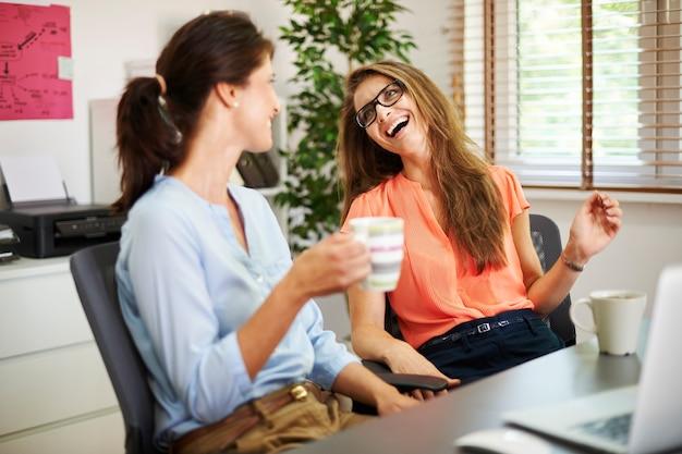 Pausa curta para tomar uma xícara de café