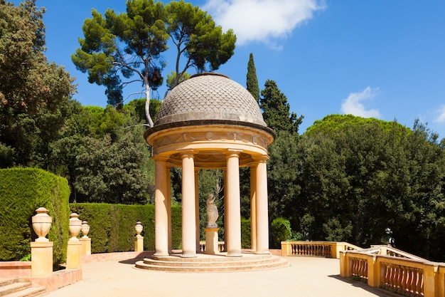 Pavilhão danae no labyrinth park of horta