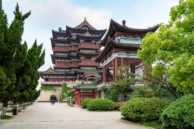 Pavilhão de tengwang, nanchang, arquitetura tradicional chinesa antiga, feita de madeira.