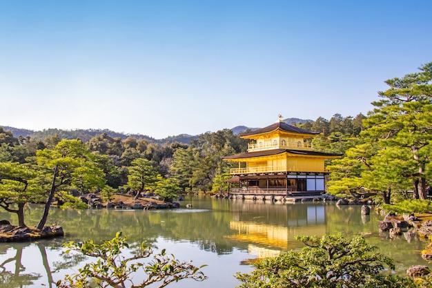 Pavilhão dourado de kinkaku-ji templo bela arquitetura