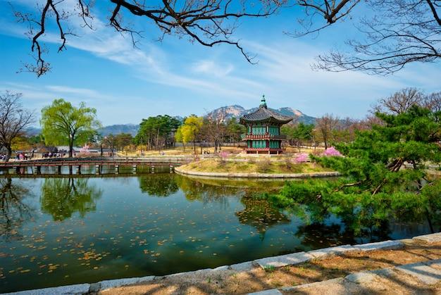 Pavilhão hyangwonjeong, palácio gyeongbokgung, seul, coréia do sul