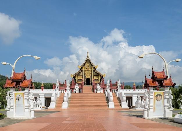 Pavilhão real ho kham, o estilo arquitetônico do norte da tailândia