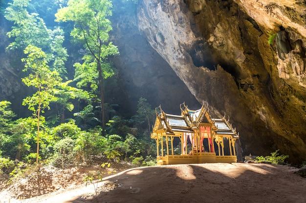Pavilhão real na caverna phraya nakorn