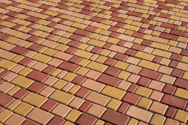 Pavimento vermelho e amarelo como fundo