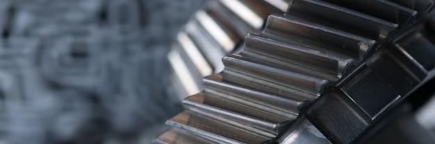 Peça de metal da caixa de câmbio em um carro engenharia mecânica e produção de equipamento militar