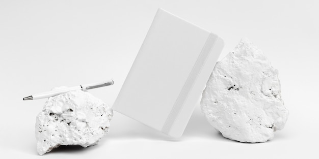 Peça de pedra branca minimalista elegante com papelaria