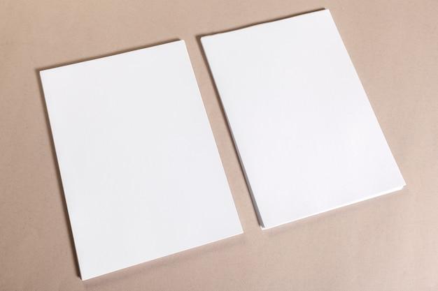 Peças de papel em branco para portfólio