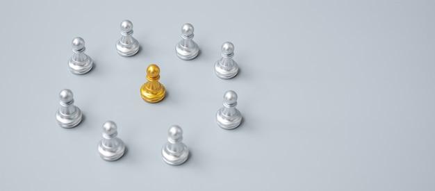 Peças de peão de xadrez dourado ou empresário líder líder com círculo de homens de prata. conceito de liderança, negócios, equipe e trabalho em equipe