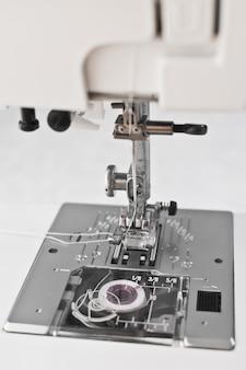 Peças de trabalho da máquina de costura, agulha do calcador e carretel