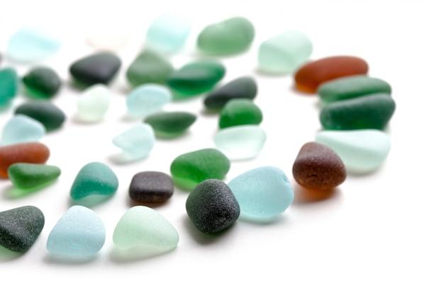 Peças de vidro polidas pelo mar