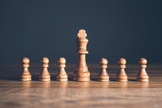 Peças de xadrez e tabuleiro de jogo