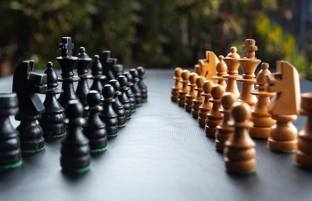 Peças de xadrez montadas em superfície preta !!!