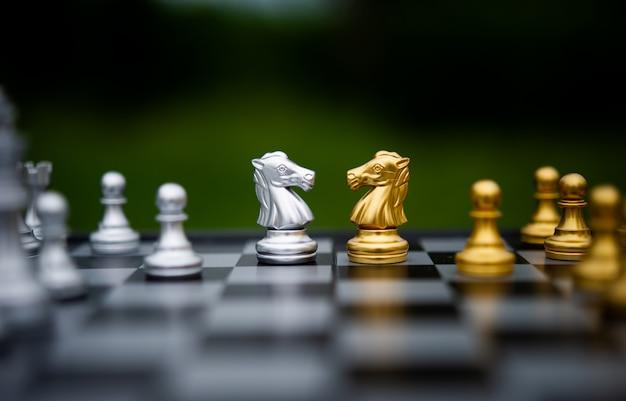 Peças de xadrez no tabuleiro de xadrez
