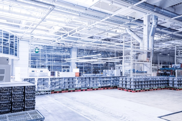 Peças sobressalentes do motor em uma fábrica de automóveis Foto Premium
