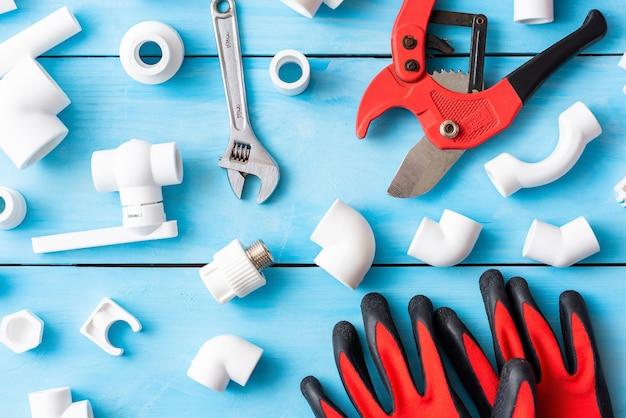 Peças sobressalentes em polipropileno para reparação e colocação de tubos de plástico.