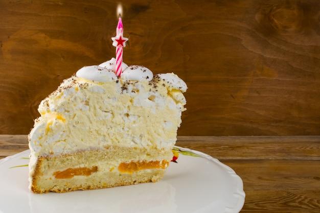 Pedaço de bolo de aniversário