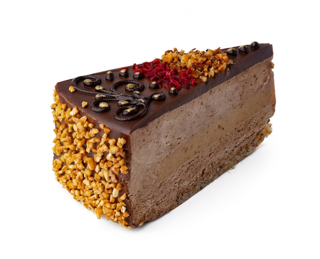 Pedaço de bolo de chocolate isolado no branco