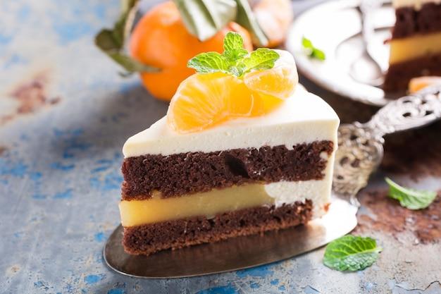 Pedaço de delicioso bolo de chocolate