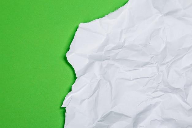 Pedaço de papel amassado