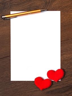 Pedaço de papel branco para colar texto