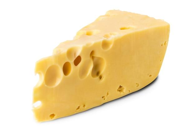 Pedaço de queijo em branco, isolado.