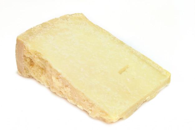 Pedaço de queijo grana