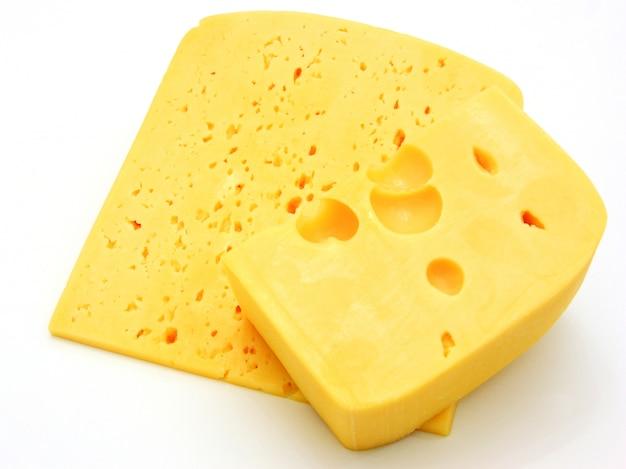 Pedaço de queijo isolado