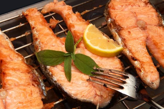 Pedaço de salmão grelhado