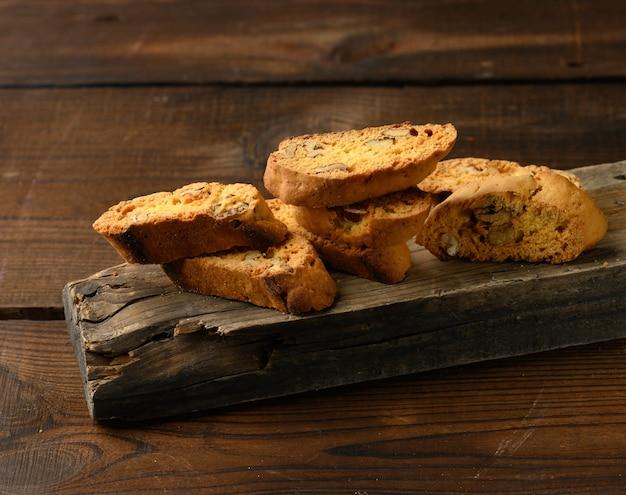 Pedaços de biscoitos biscotti de natal italianos assados