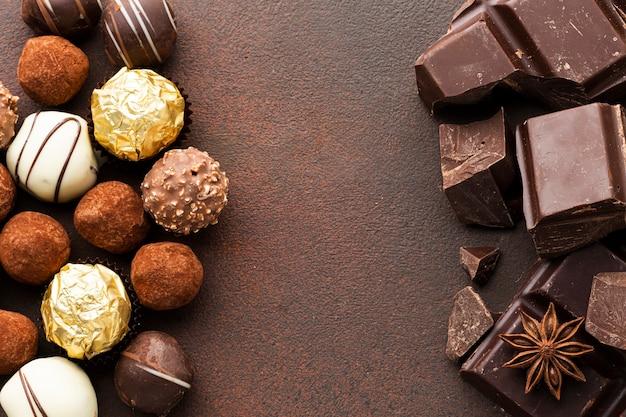 Pedaços de chocolate e trufas