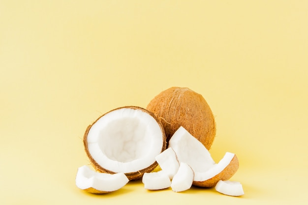 Pedaços de coco fresco