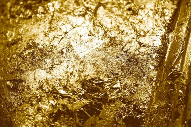 Pedaços de fundo texturizado de folha de ouro