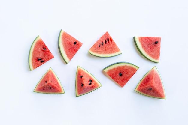 Pedaços de melancia em branco.